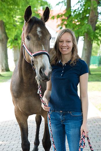 Pferd Jutta mit Reiterin Anne
